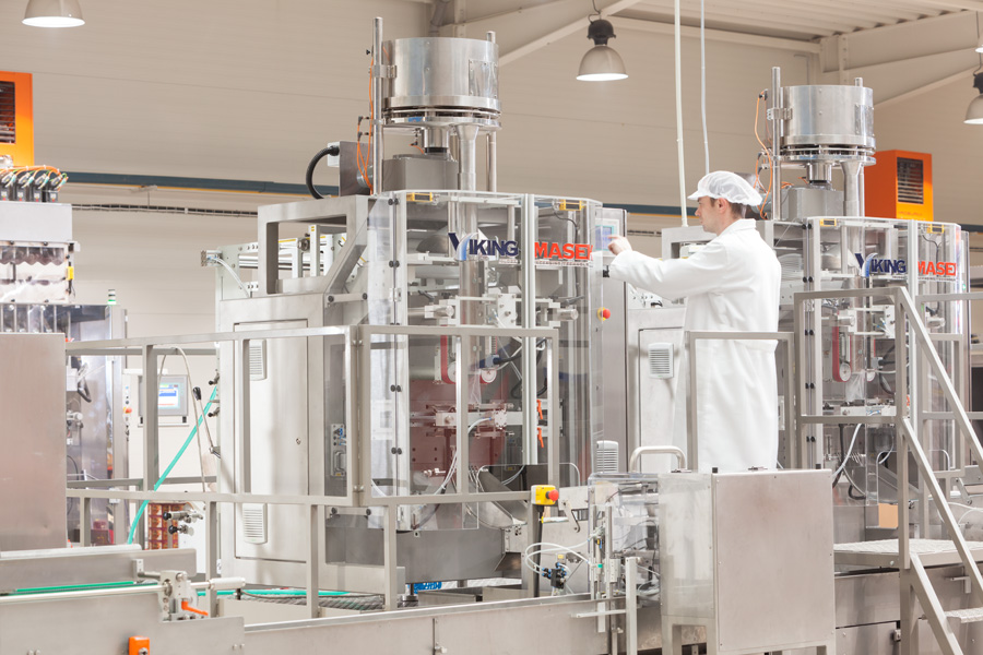 worker-hmi-vffs-packaging-machine.jpg